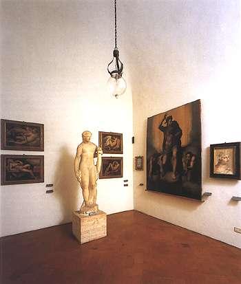 Foto della sala con opere derivate dall'influenza michelangiolesca